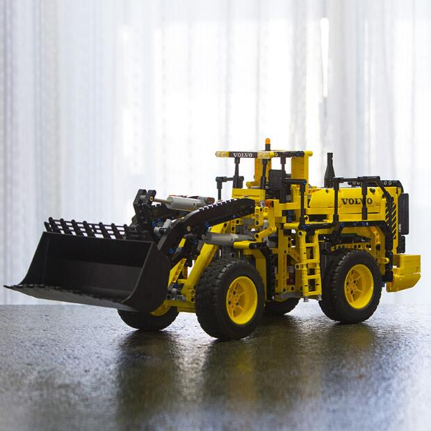 LEPIN 20006 technic series Volvo L350F wheel loader Model Building Kit Blocks Bricks Compatible with Toy 42030 for children gift lepin 20006 technic series volvo l350f wheel loader model building kit blocks bricks compatible with toy 42030