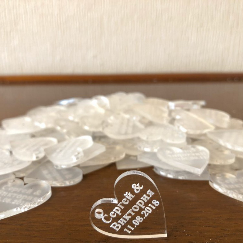 2019 Latest Design 100 Pieces Personalized Engraved Baby Baptism Hangs Love Heart Wedding Table Decoration Favors Customized Tags