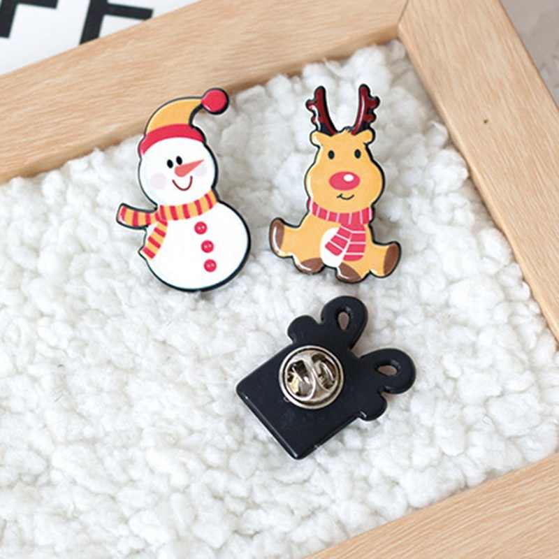 2018 Christmas Gift Acrylic Badges Pin Brooches Santa Claus Snowman Elk Pin For Kids T Shirt Sweater Coat Scarf Hat Decor