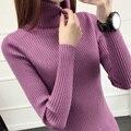 Diseño corto femenino de cuello alto suéter básico engrosamiento suéter de manga larga camisa delgada blanca ceñida suéter femenino