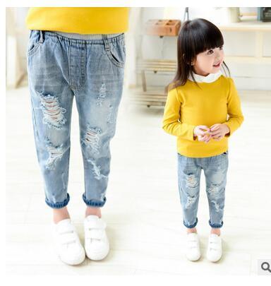 2016 Новый стиль дети мальчики девочки брюки осень мода дизайнерские джинсы детские свободные брюки рваные джинсы для 2 ~ 9 лет