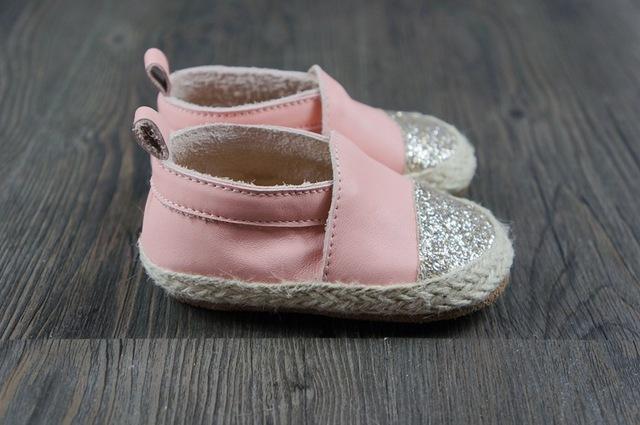 2016 Moda Bebê Criança Mocassins de Couro Genuíno Padrão Que Bling Handmade Bebés Meninas Meninos Slip-on Sapatos de Fundo de Borracha Dura caminhada