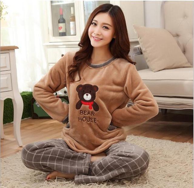 Conjuntos de inverno coral de veludo pijamas mulheres Dark Brown Urso Bonito casa se adapte às Mulheres pijama de Flanela Cusual Solta Macia e Quente do Sexo Feminino