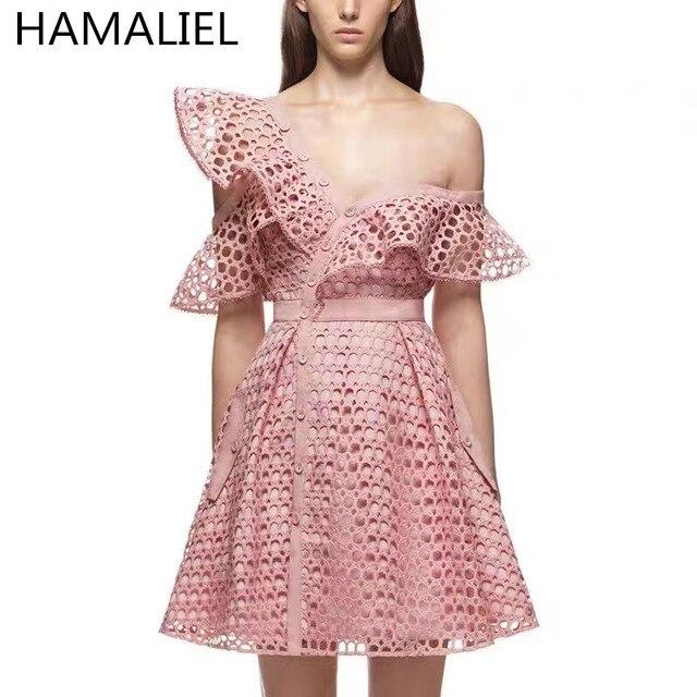 Hamaliel 2018 verano autorretrato Runway Hollow out Encaje volantes Rosa vestido  mujeres sexy v-cuello 0e963743366d