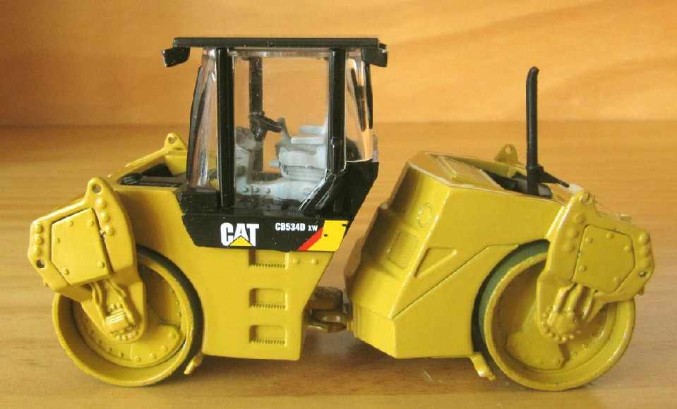 Diecast Toy Model DM 1:50 Caterpillar Cat CB-534D XW Asphalt Compactor Roller Engineering Machinery 55132 for Gift,Decoration