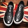 Chegada de nova Moda Dos Homens Flats de couro Genuíno Barco sapatos Casuais Crânio Rebites Mocassins Masculinos Respirável Sapatos Mocassins de Condução