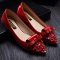 Квартир женщин обувь лакированная кожа лук + аппликация острым носом сексуальная женская мягкое дно плоской пятки свадебные туфли женщина работа обувь