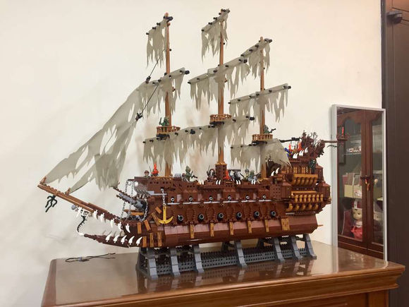 New MOC 3652Pcs Movies The Flying the Netherlands fit legoings Pirates of the Caribbean ship Building Blocks Bricks Toys to Gift lepin 16006 804pcs pirates of the caribbean black pearl building blocks bricks set the figures compatible with lifee toys gift