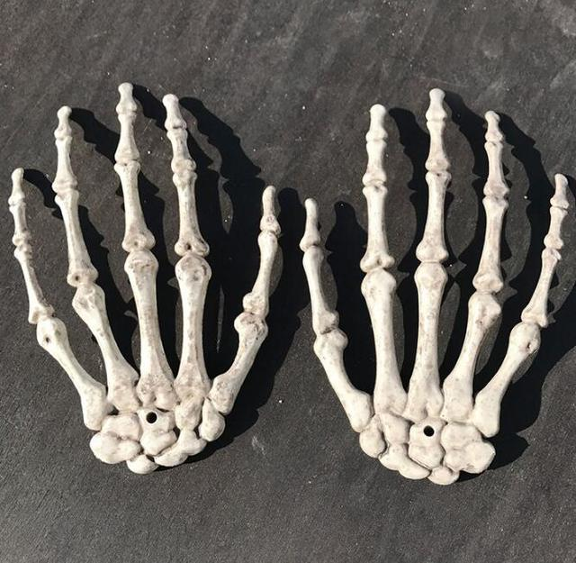 Plastic Skeleton Hands Haunted House For Halloween Decoration