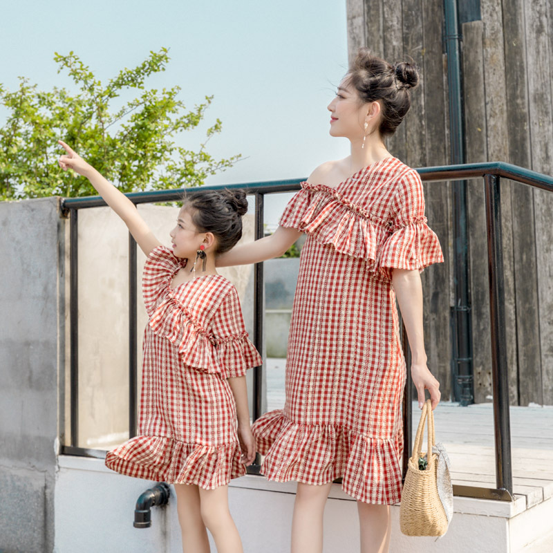 Family Matching Clothes Red And White Mother And Daughter Dress 2019 Summer Strapless Ruffled New Korean Fashion Dresses Qz094 Matching Family Outfits Aliexpress