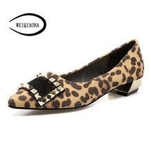 Женская обувь на плоской подошве с заклепками из конского волоса квадратный обувь с пряжкой туфли на низком каблуке с острым носком сезон весна-лето модная пикантная обувь