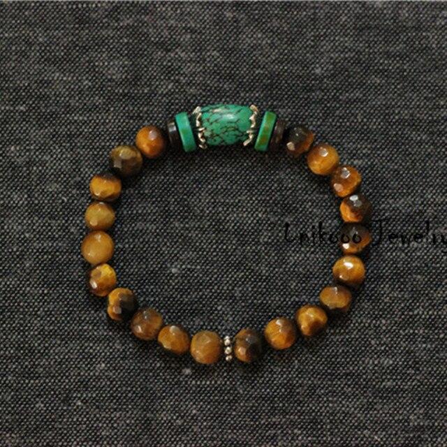 Мужской браслет.Натуральная бирюза, на резинке ,вставки-стерлинговое серебро 925 пробы
