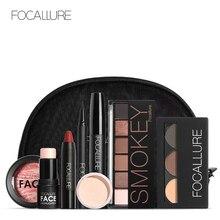 Focallure 8 pcs makup tool kit에는 반짝이는 아이 섀도우 매트 립스틱 블러쉬 마스카라 (메이크업 백 포함)