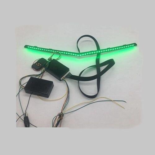Livraison gratuite V forme RGB multicolore LED Scanner chevalier cavalier lumière