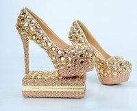 Свадебные туфли и сумочка цвета шампанского, обувь с кристаллами и сумочка в комплекте цвета шампанского, украшенные стразами, праздничный