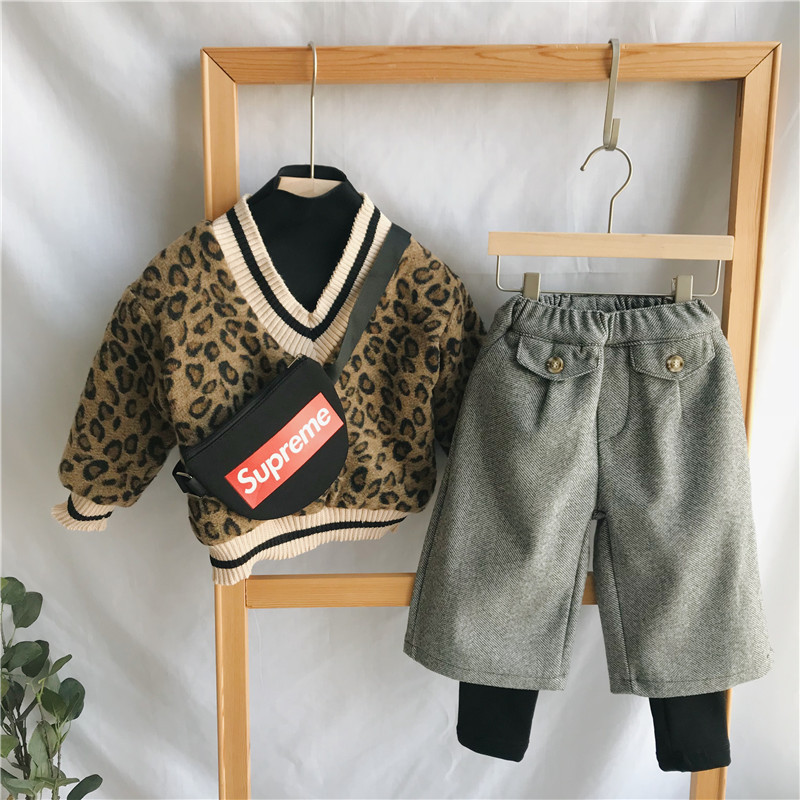 Image 2 - 2018 Winter New Arrival Korean Version cotton V collar fake Two Leopard printed plushed and thickened hoodie for fashion girls-in Hoodies & Sweatshirts from Mother & Kids