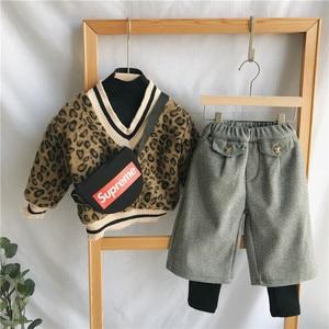 Image 2 - 2018 冬の新到着の韓国語バージョンの綿の v 襟フェイク 2 ヒョウ印刷 plushed と肥厚ためファッション女の子
