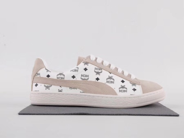 93ed59a9f171 PUMA FENTY Suede Cleated Creeper Women s First Generation Rihanna Classic  Basket Suede Tone Simple Badminton Shoes