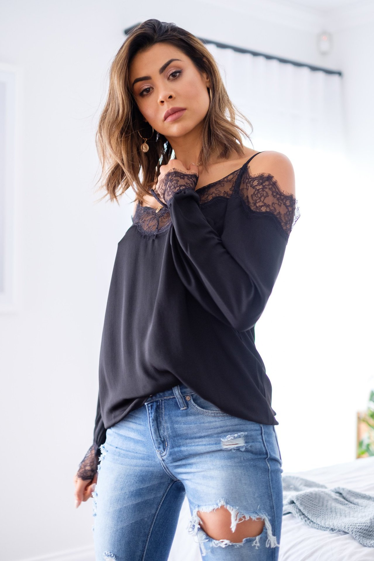 HTB1qnPGaRv0gK0jSZKbq6zK2FXan - Sexy Off Shoulder Lace Patchwork Strapless Long Sleeve Women Blouse Fall Tops Women Tops and Blouse Sexy Tops