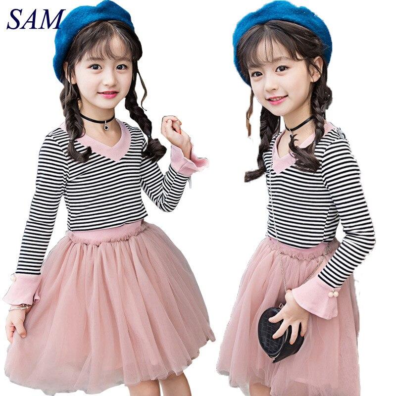 81e7eca436 2018 Nova Primavera Outono conjuntos de roupas de bebê meninas moda  infantil listrado camiseta com decote em v + fio Net saia 2 pcs roupas terno