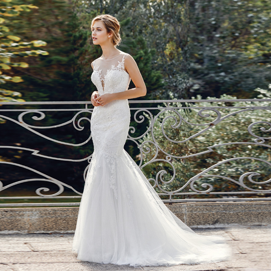 Allover Lace Applique Dee V neck Mermaid Wedding Gown with Illusion Neckline and Back Sexy Bridal