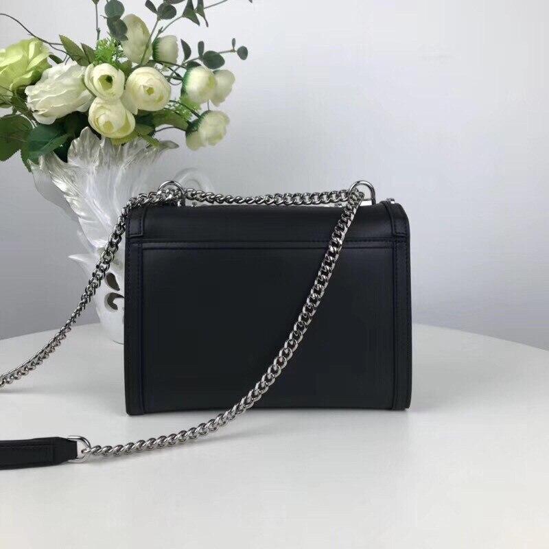 4f70fea2a0f Beste Koop 2018 Nieuwste Mode Klinknagel vrouwen tassen beroemde merk tassen  Hoge kwaliteit handtas echt leder liefde schoudertassen gratis Goedkoop.