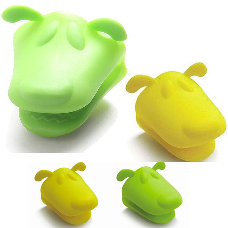 Cute Silicone Kitchen Oven Baking Glove Pot Mitt Tool Holder Heat Resistant Random Color in Oven Mitts Oven Sleeves from Home Garden