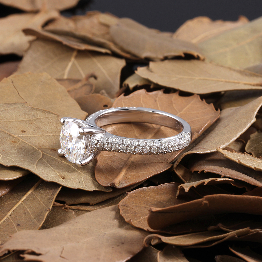 moissanite ring with accents (13)