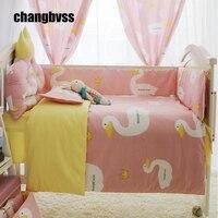 Dos desenhos animados grande ganso branco impressão jogo de cama do bebê, princesa menina rosa bebê berço bumper, recém-nascidos do bebê crib bedding set, baby quilt consolador