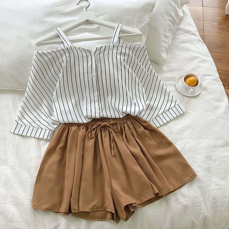 2020 New Fashion Women's Two Piece Set Fresh Striped Off-the-shoulder Loose Blosue Top + Elastic Waist Shorts Suit