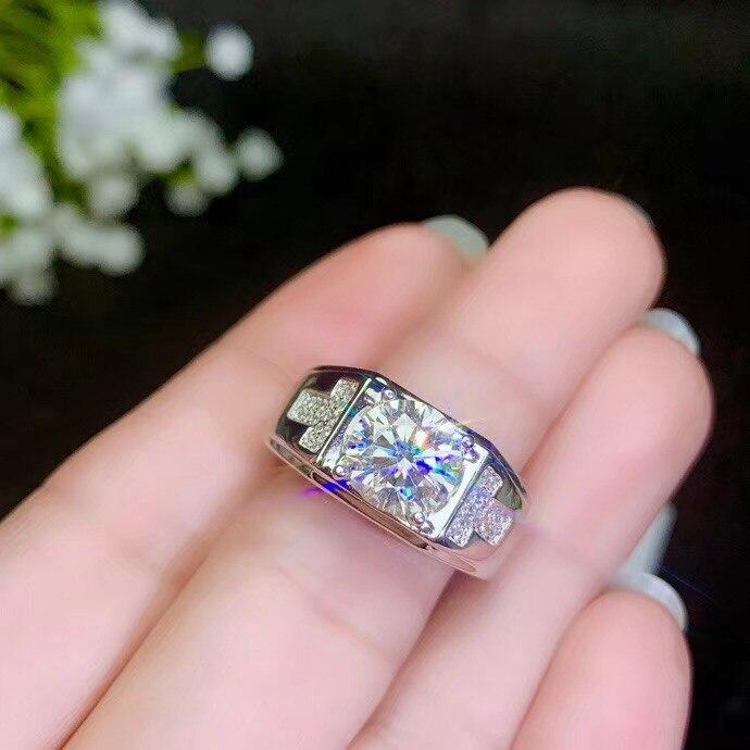 925 Zilver moissanite mannen Ring, klassieke stijl, de wereld populaire edelstenen, mooie fire. De prijs is redelijk. Grooth-in Ringen van Sieraden & accessoires op  Groep 1