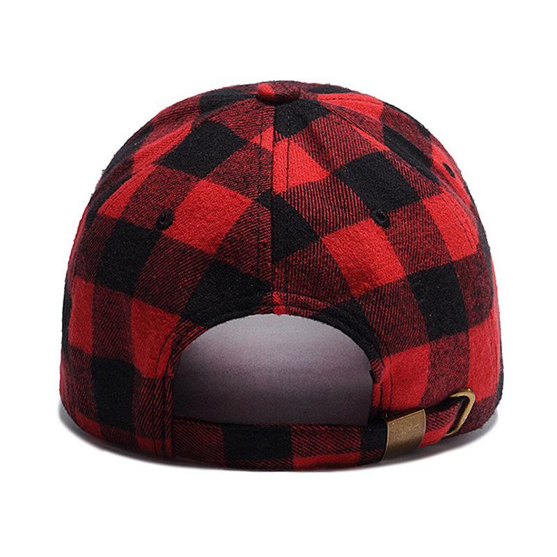Wuke marca 2017 nueva gorra de béisbol para hombre moda mujer rojo cuadros Strapback  sombreros ajuste Unisex algodón tapa hueso Aba Curva 68056cff74a