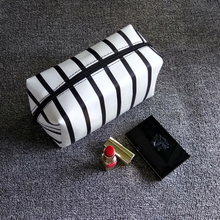 2016 PU Leather Luxury Cosmetic Bags Small Stripe Makeup Bags Black White Gold Toiletry Bag Women Travel Organizer Vanity Case