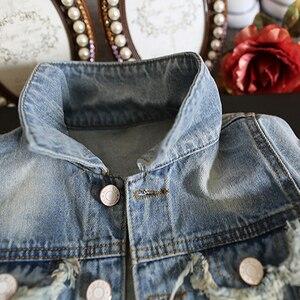 Image 4 - Yeni bebek uzun kollu Denim ceket bahar sonbahar payetli delik bebek günlük kıyafetler geri baskılı moda çocuk Denim ceket