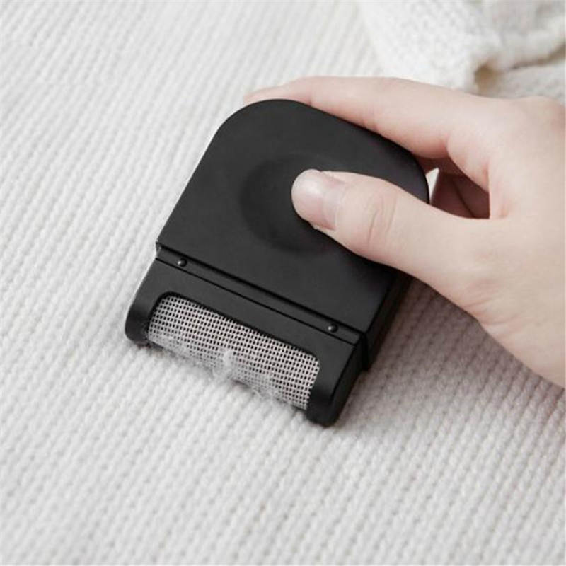 DoreenBeads Mini Manual Lint Sticking Roller Reusable Hair Wool Carpet Bedding Sweater Coat Dust Remover White Black 1PC