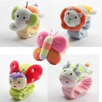 2ピース韓国赤ちゃんtoys 0-6-12months赤ちゃん人形ぬいぐるみ赤ちゃんガラガラ手首ベルハンドベル早期教育toys
