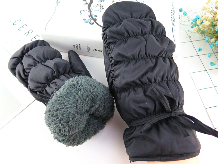 Skiing gloves hot selling cute velvet gloves women warmer knitted crochet wrist cartoon fleece heated mittens