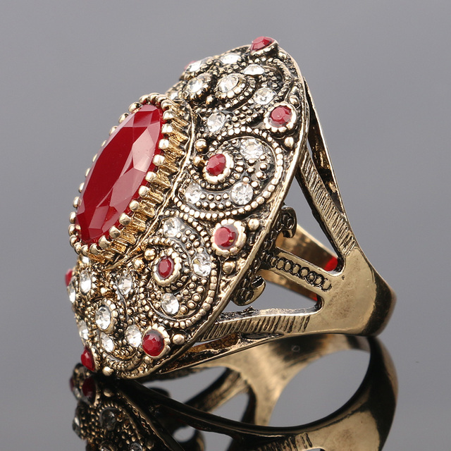 Big Oval Gold Plated Vintage Ring with Crystals