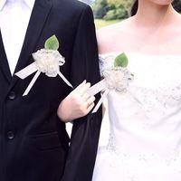 Genie 25 sztuk W Nowym Stylu Wedding Party Prom Garnitur Człowiek Dekoracji Pin Stanik Sztuczne Piana Rose Kwiaty Pearl Wstążka Satynowa broszka