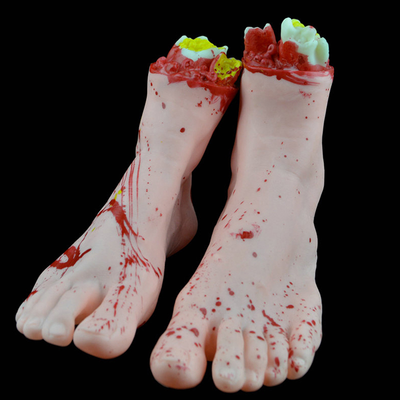 Een paar eng verstoord afgesneden nep levensgrote latex bloederige - Feestversiering en feestartikelen - Foto 1