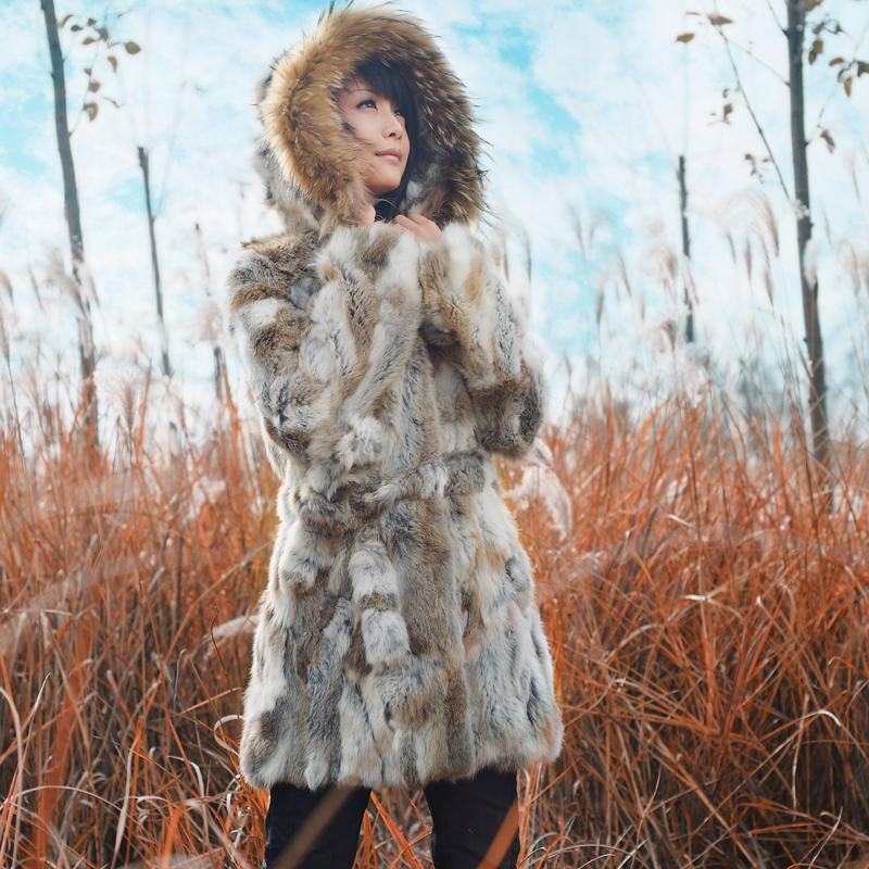 dc3cfadc0 Genuínas mulheres coelho real natural Casaco de pele com capuz De Pele De  Guaxinim Cor Natural Novo Design de Moda Jaqueta casaco colete