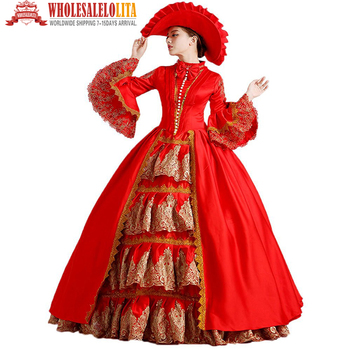 Belle en robe rouge