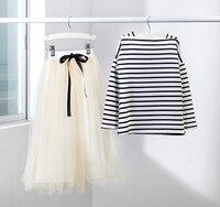 Conjunto de roupas meninas 2016 roupa nova criança adolescente roupa dos miúdos listradas completa mangas compridas t shirt + saia longa 2 peça para a idade 4-12