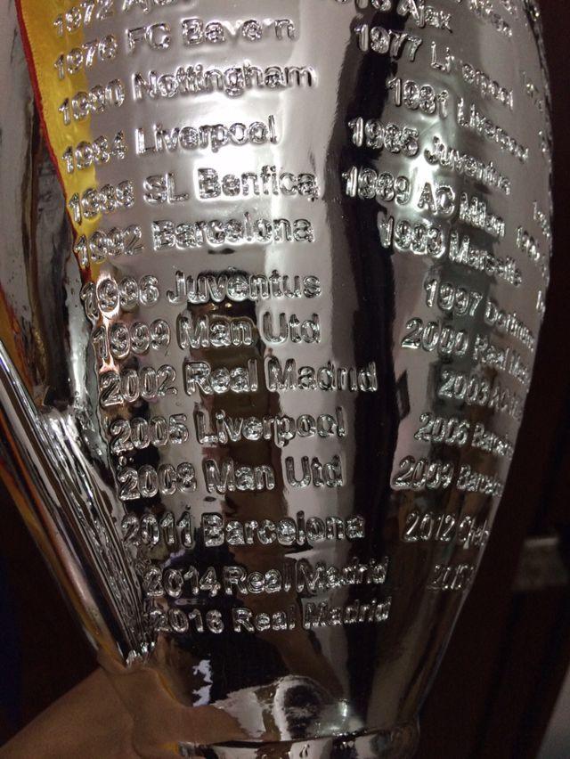 Лидер продаж 2017 большие Лиги чемпионов трофей 45 см Футбол Вентиляторы для коллекции металлического серебра Цвет слова с Мадрид ...