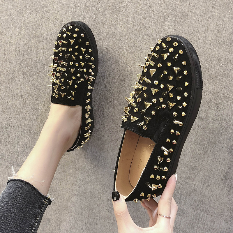 Shoes Female 2018 New Winter Rivets Flat Bottom One Foot Lok Fu Shoes Non slip Fashion Shallow Mouth Single Shoes