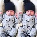 Новорожденный Ребенок Мальчики Девочки С Длинным Рукавом Письма Rompers Младенческой Хлопок Комбинезон Комбинезон Одежда Детская Зимняя Одежда Одежда