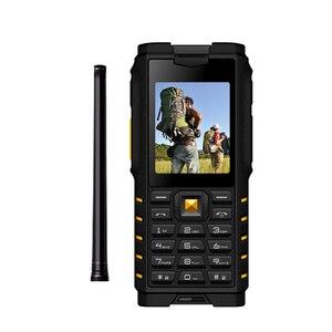 Image 3 - Ioutdoor T2 IP68 Su Geçirmez Sağlam interkom Telsiz Cep Telefonu Güçlü Sinyal El Feneri Uzun Bekleme Güç Banka P010
