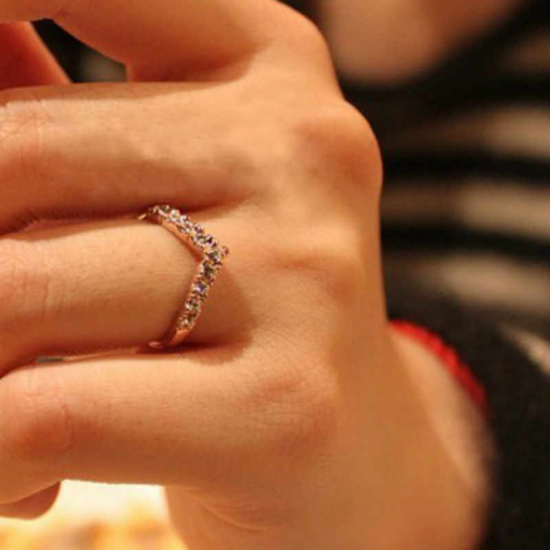2017 New Hot sale fashion chic new women unique jewelry cute v-shaped shiny crystal ring direct delivery Rings For Women