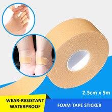 1 רול 2.5cm * 5m אלסטי עמיד למים קצף קלטת ללבוש עמיד תחבושת מדבקת פצע הלבשה ספורט נקע טיפול ערכת עזרה ראשונה