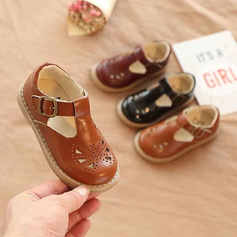 Novas Crianças Da Criança Do Bebê Meninas Meninos Verão Oco Sapatos De Couro Para Meninas Crianças Vestido Retro Shoes 1 2 3 4 5 6 7 ano Novo